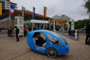 Magyar velomobil a Spezi kiállítás bejárata előtt