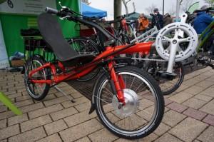 Fekvőkerékpár elektromos rásegítő motorral